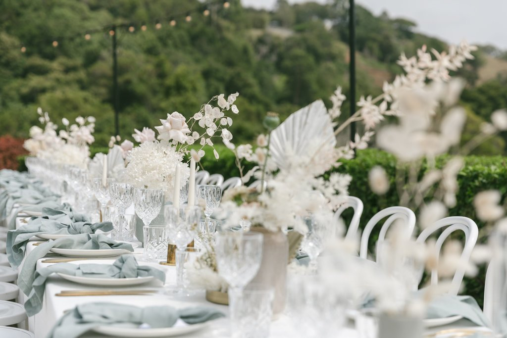 Outdoor dining at Maleny Manor